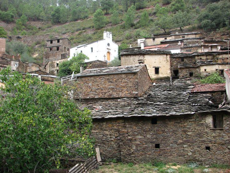 Arquitectura tradicional hurdana en Riomalo de Arriba. Una de las alquería más recónditas de Ladrillar. Aquí siente uno la bravura de los antiguos habitantes hurdanos y sus humildes condiciones de vida.