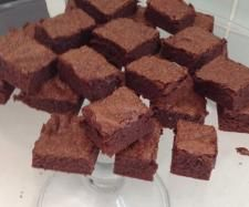 Recipe Donna Hay's Standby Brownies by therMELicious - Recipe of category Baking - sweet I used brown sugar, vanilla, dried cranberries, shredded coconut and chia seeds. Really good!!!