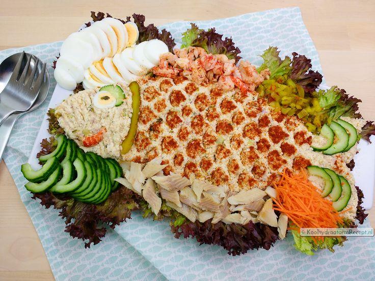 Huzarensalade is heerlijk bij de BBQ of in een feestbuffet. Deze koolhydraatarme bevat in plaats van aardappelen bloemkool en ik maakte het met vis!