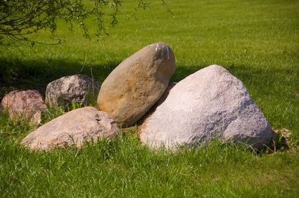 How to Make a Lightweight Faux Rock for a Backyard thumbnail