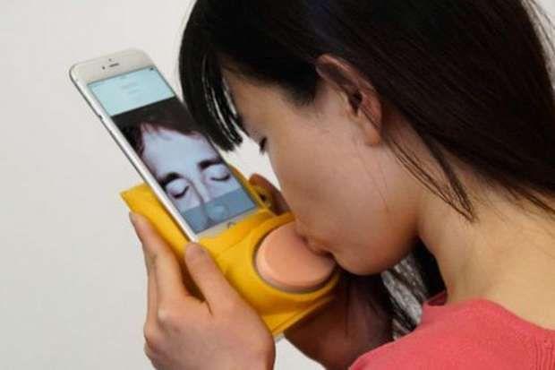 Kissenger, el 'gadget' con el que puedes besar en una video llamada