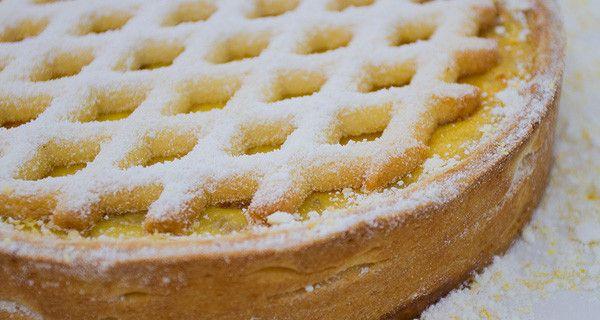 RTI_BOI2_pt8_pastiera_federico_600Per la crema pasticcera 1 l latte 250 g panna 300 g tuorli 250 r zucchero semolato Vaniglia in bacche qb Sale qb 28 g buccia di limone 50 g amido di mais 50 g amido di riso
