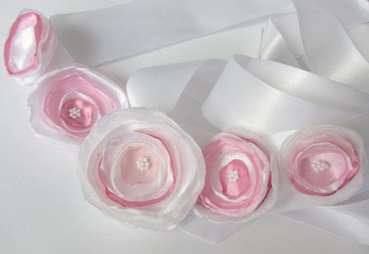 Brautgürtel - Hochzeit Blüten-Brautgürtel  in weiß-rosa - ein Designerstück von soschoen bei DaWanda