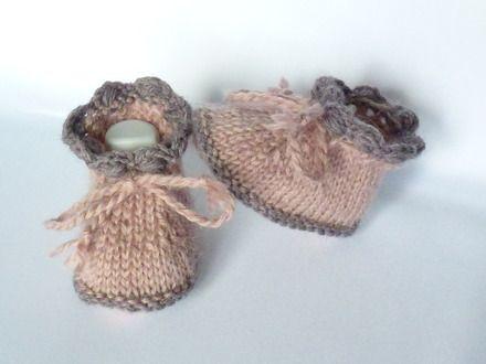 Ces chaussons bébé fille sont tricotés avec un fil 100% naturel aux coloris subtils et nuancés.Ils sont à la fois chauds et très raffinés.  Ils sont couleur rose poudré,u - 10311269