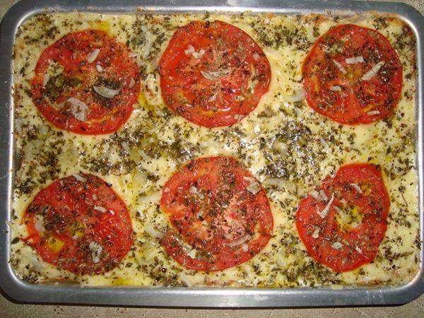 A Pizza de Pão de Forma é um lanche econômico, prático e delicioso e você ainda pode variar o recheio para agradar toda a família. Confira a receita!