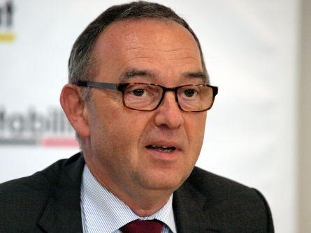 """NRW-Finanzminister lehnt """"Rente mit 63"""" für Beamte ab - http://k.ht/3Qm"""