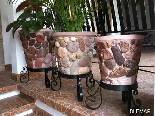 The 25 best maceteros de piedra ideas on pinterest mini - Macetas de piedra para jardin ...