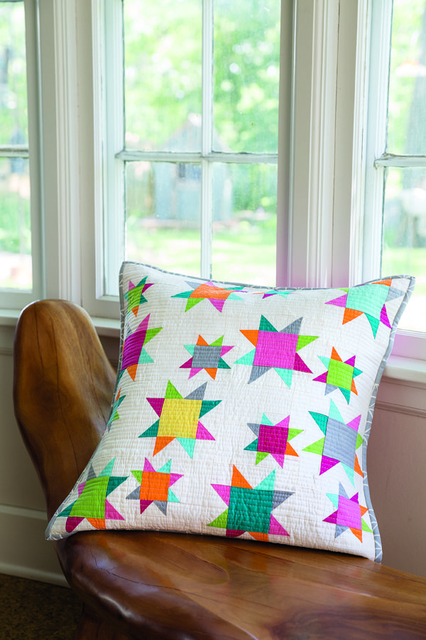 Modern Quilted Pillows Pattern : 17 Best images about quilted pillows on Pinterest Patchwork cushion, Quilt and Cute pillows