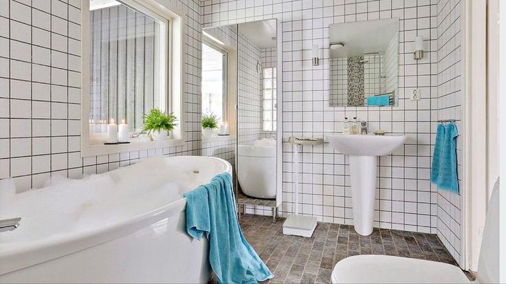 Badrummet har både bubbelbad och duschutrymme!