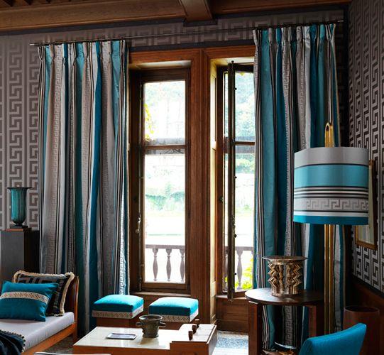 Delphes Tissu / Large rayure multicolore surlignée d'une bordure grecque en jacquard. A découvrir dans le showroom HOULES PARIS. Une sélection de la rédaction de www.source-a-id.com.