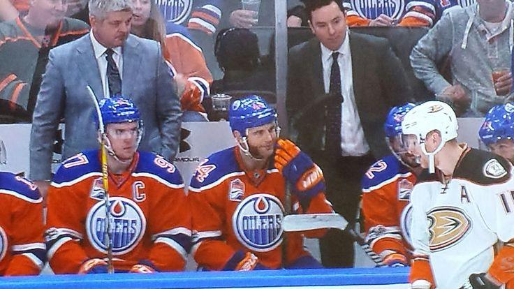 Oilers just kicked the Ducks ass 7-1 !!!!!!!😂