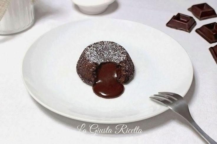 Tortino al cioccolato con cuore morbido - La Giusta Ricetta - Ricette semplici di cucinaLa Giusta Ricetta – Ricette semplici di cucina