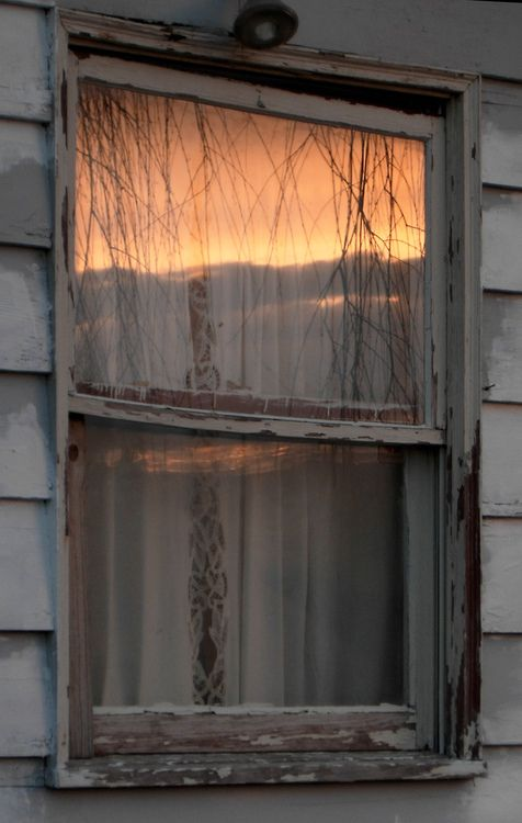margadirube:  elorablue: Sunset Window by Todd Petit on Flickr.