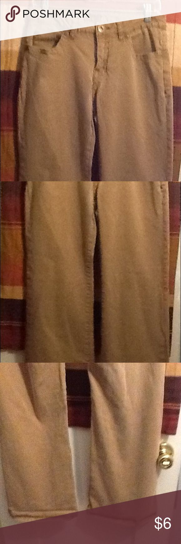 Women's Jean's These a pair of women's everyday gently used fad d tan Jean's. They have 3 front pockets and two back. They have metal button and zipper. They are 98 percent cotton and 2 percent spandex, they do stretch. Jeans Flare & Wide Leg