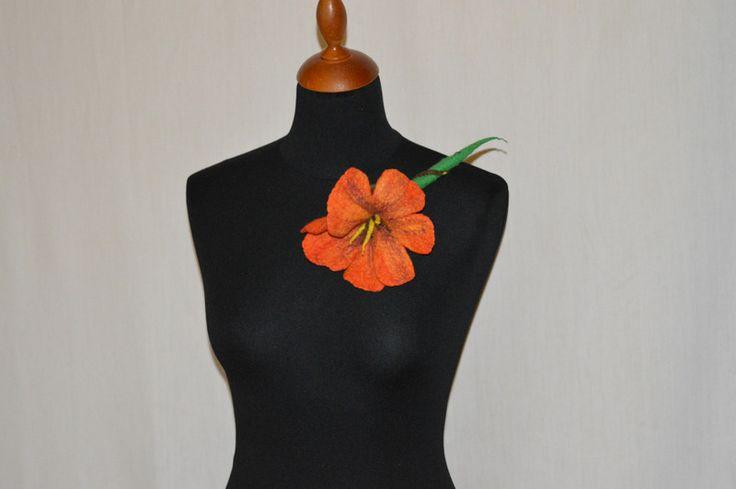 broszka z filcu kwiat duża  w hand made by justka na DaWanda.com