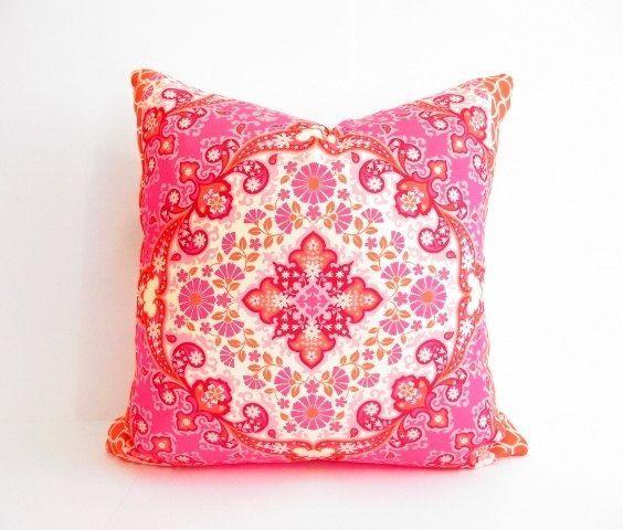 Cute Bohemian Throw Pillows : 1000+ ideas about Bohemian Pillows on Pinterest Boho pillows, Colorful pillows and Bright pillows