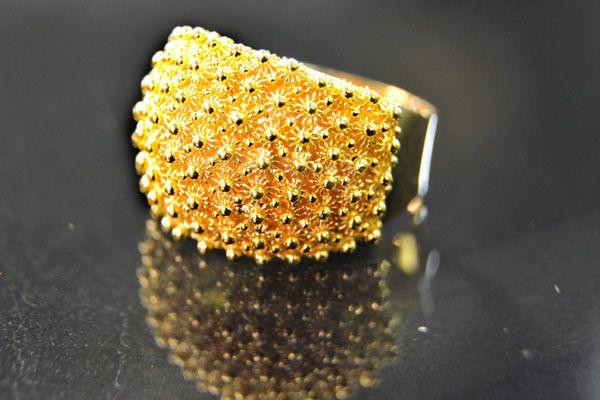 Fede sarda in oro lavorata a mano (gold handmade Sardinian wedding ring)
