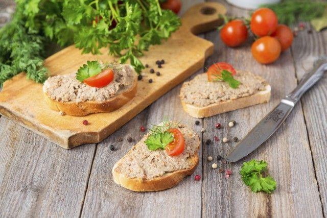 I ciuffi delle carote e dei finocchi non sono scarti: la ricetta del paté