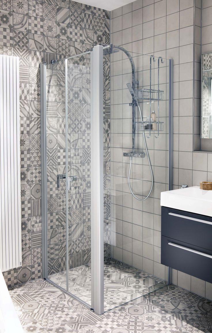 Compacte douche met glazen wand.