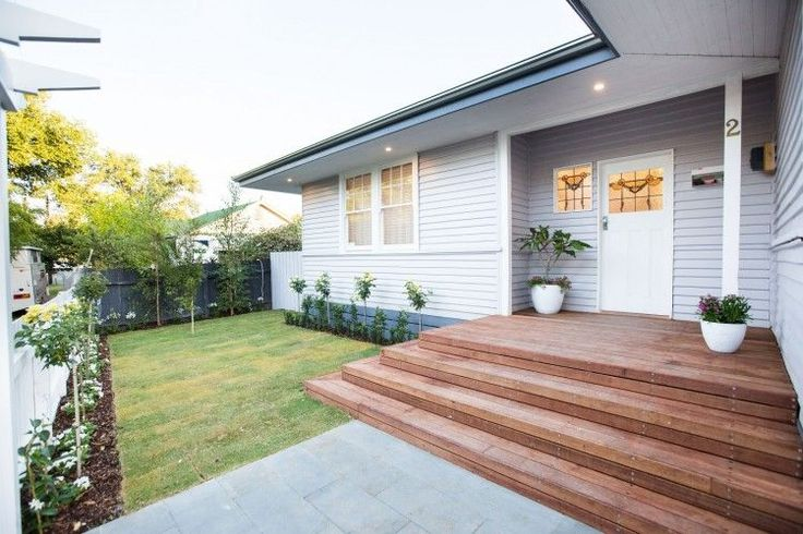 Simple and neat front garden on this renovated weatherboard house. See all the photos from this home renovation on the blog >>