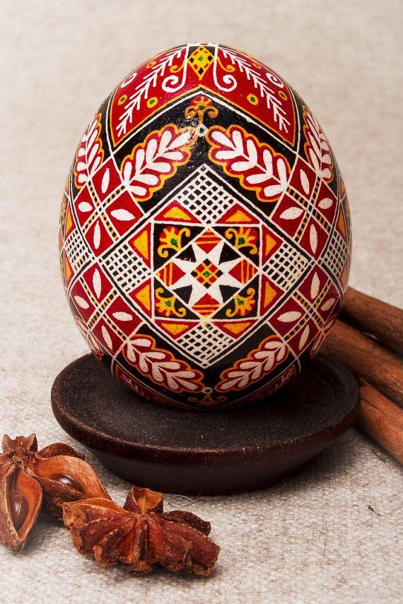 Ornamental Easter egg made of real chicken egg.  sites with egg art : http://www.pinterest.com/pin/278167714458979650/ http://www.pinterest.com/1healthyglow/~~-egg-art/