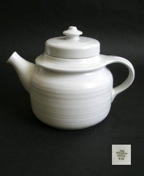 ARABIA Kaarna Kanne Ulla Procope i blank hvir glasur. I produksjon fra 1959. 300,-