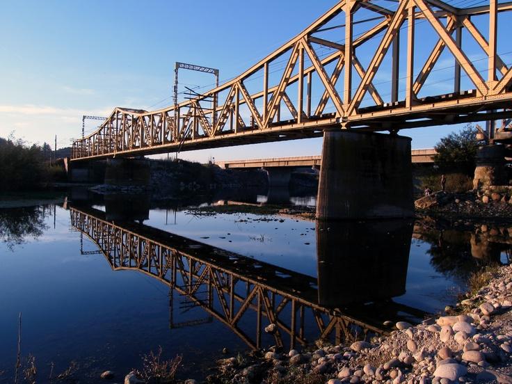 Puente sobre el río Maule. Foto de Yerko Valderrama Manríquez.