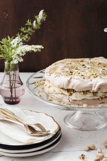 #czekoladowy #tort #beza #dacquiose z pistacjami. #delektujemy #pistaccio #bakalland #bakalie #chocolate