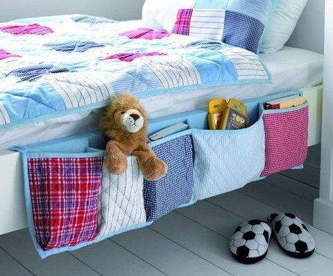 Des poches pour ranger et avoir tout à portée de main à partir de son lit.