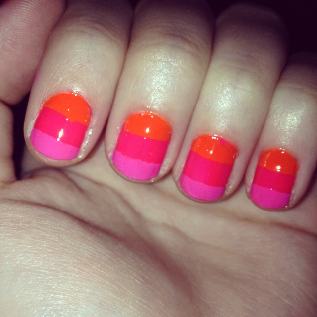 Multicolored Nails. Like how the colors are so similar.