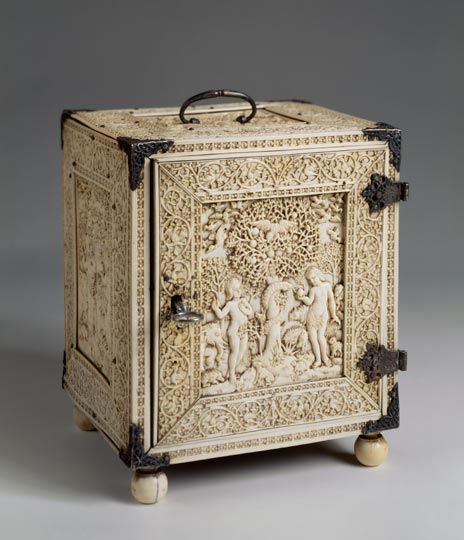 Treasure box from the collection of Albert Seba Ceylon (Portugese colony),17th century Ivory, wood; silver, carved, chased. 20.5 x 15 x 14.5 cm © State Hermitage Museum, St Petersburg