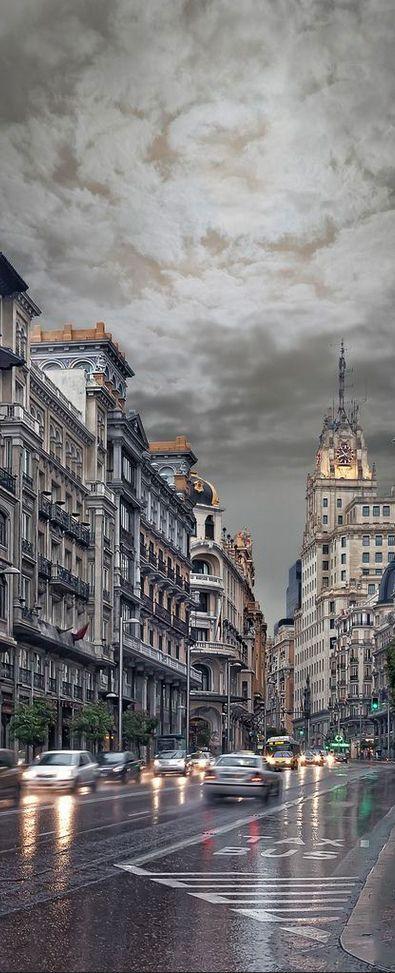 Llueve en MADRID, España.  #MadridEspaña #HalaMadrid