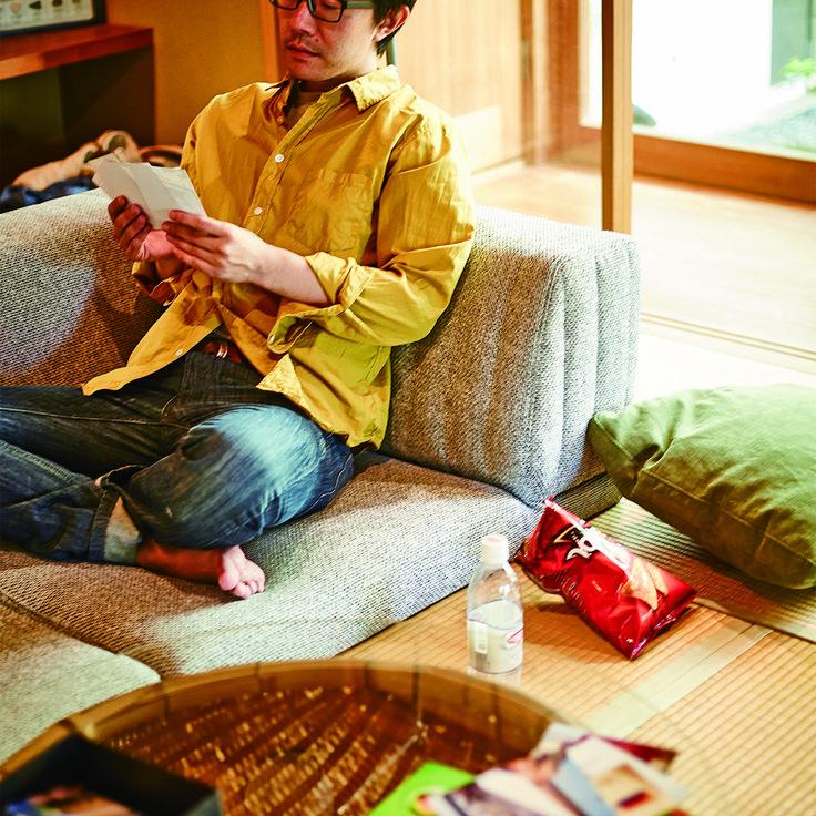 自分の趣味で満たされた部屋にピカソソファ。座面が低く、でも木枠が入っているのでしっかりソファな座り心地です。  直線を美しく見せるデザインなので、畳・和室との相性が抜群です。L型とI型の1個ずつなので組み合わせは自由。お部屋に合う配置をお選びいただけます!
