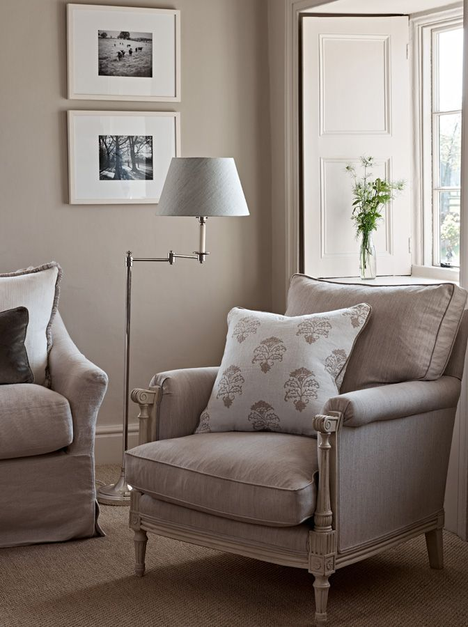 Sitting Room designed by Sims Hilditch for Converted English Farmhouse project. ©