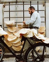 Syrian man cooling pita on his bike before making deliveries. #milan #Expo2015 #WorldsFair