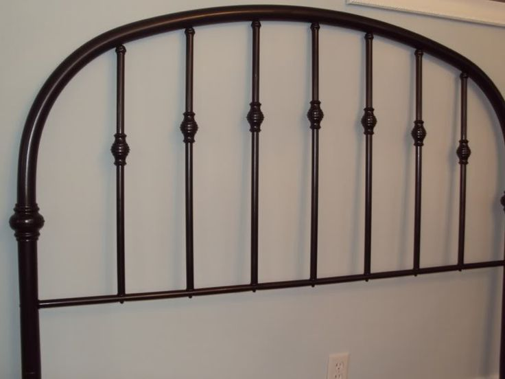 spray paint a brass headboard goodwill headboard makeover. Black Bedroom Furniture Sets. Home Design Ideas