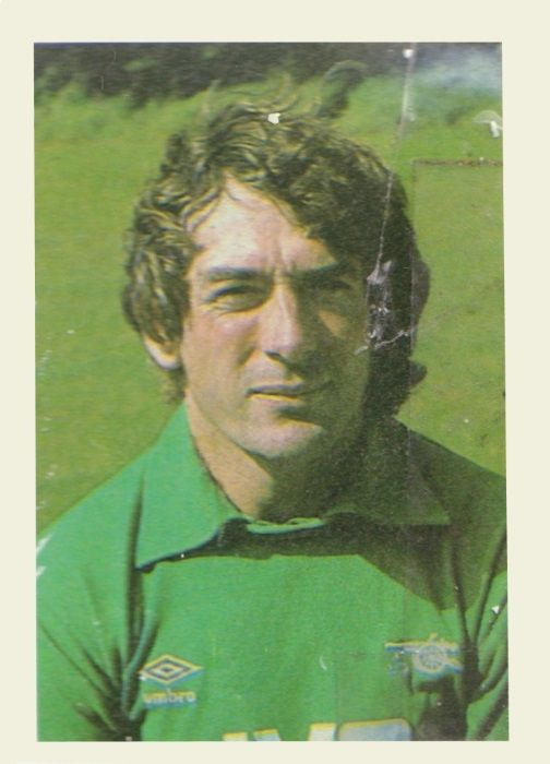 005 - Pat Jennings (Arsenal) - Goalkeeper. Born in Newry, Ireland. Began his playing career with Newry Town before joining Watford at the start of his professional career. Made 472 League appearances with Tottenham Hotspur before joining Arsenal in 1977. Irish international player. Ht. 6.0 Wt. 12.6
