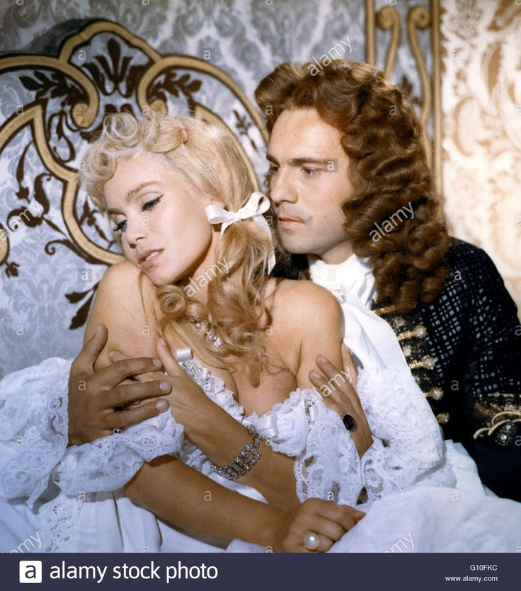 Download this stock image: ANGELIQUE ET LE ROY  1965  DIRECTED BY BERNARD BORDERIE   Jacques Toja Collection Christophel / RnB © Spéva Films / Ciné-Alliance / Hesperia Films S.A. - G10FKC from Alamy's library of millions of high resolution stock photos, illustrations and vectors.