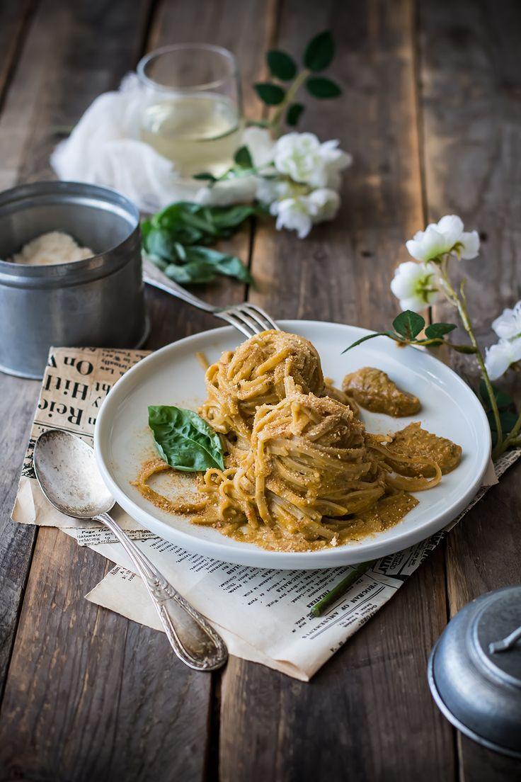 Tagliatelle Integrali al Pesto di Peperoni, Mandorle e Mollica - Campi di Fragole per Sempre