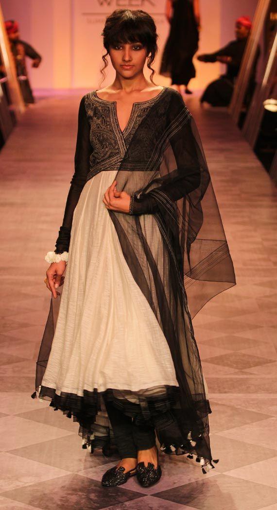 Lakme Fashion Week 2014: Jacqueline Fernandez turns bride for Tarun Tahiliani (view pics)