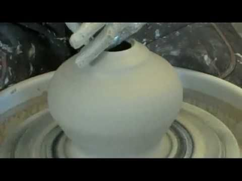 Advance throwing. Throwing a Double walled vessel pottery on the wheel 茶碗 ろくろ 陶芸ろくろ
