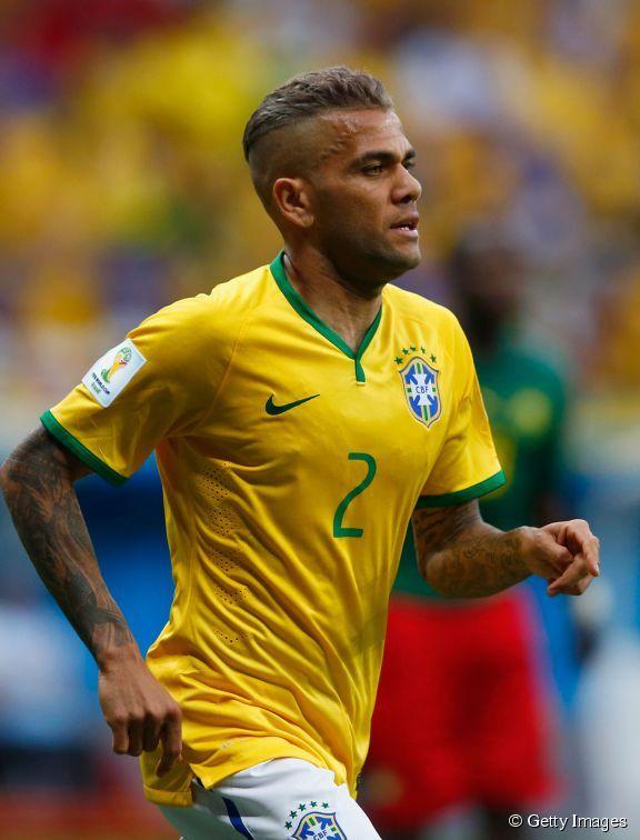 Dani Alves, el lateral brasileño, ha lucido nuevo corte y coloración platino en este mundial.