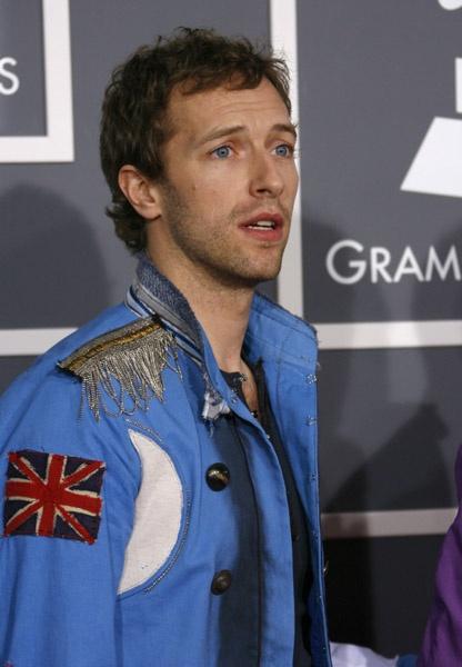 Christopher Anthony John Martin, mejor conocido como Chris Martin, es un cantante, compositor, guitarrista y pianista, líder de la banda inglesa Coldplay. Su registro de voz es de barítono y es muy frecuente en él el uso del falsetto o falsete.  Fecha de nacimiento: 2 de marzo de 1977 (edad 36), Exeter, Reino Unido Estatura: 1,87 m Cónyuge: Gwyneth Paltrow (m. 2003) Grupo musical: Coldplay (Desde 1996) Hijos: Apple Martin, Moses Martin.  http://es.wikipedia.org/wiki/Chris_Martin