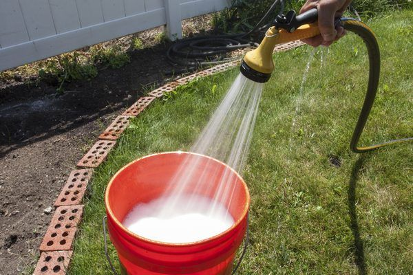 How to Clean a White Vinyl house (with Pictures) | eHow