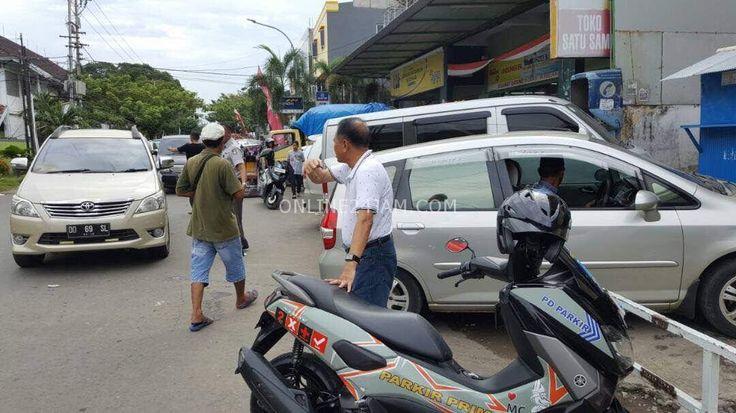 Dirut PD Parkir Terjun Langsung Awasi Parkir Semrawut di Jalan Landak Lama