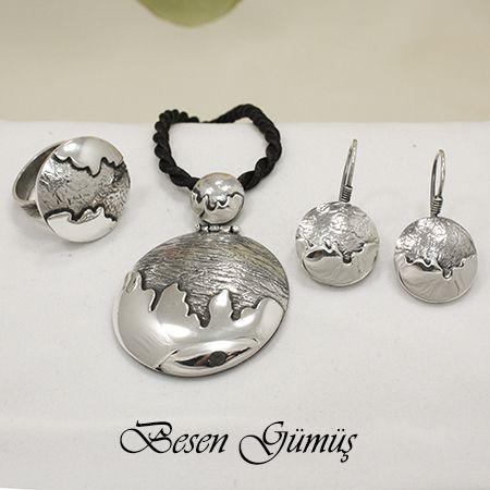 Özel Tasarım Taşsız El Yapımı Gümüş Set Besen Koleksiyon Ürün ve Tasarımıdır.  El Yapımıdır. Fiyat : 225,00 TL  SİPARİŞ için www.besengumus.com www.besensilver.com  İLETİŞİM için Whatsapp 0 544 6418977 Mağaza 0 262 3310170  Maden : 925 Ayar Gümüş Taş : Taşsız Kaplama : Oksit  Besen Gümüş  #besen #gümüş #takı #aksesuar #taşsız #koleksiyon #özel #el #yapımı #elyapımı #set #izmit #kocaeli #istanbul #besengumus #tasarım #moda #bayan