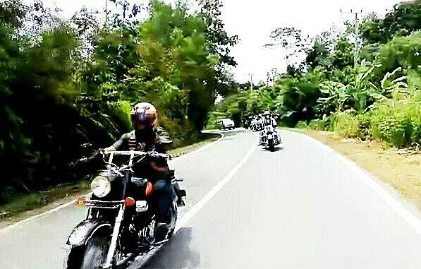 We still Ride  #dirgahayuindonesia #indonesia #karasmc #motorcycleclub #patch #onepercenter #sayaindonesia #suryanationmotorland #nkri #riderindonesia #ride #bigbike #rider #badass #onepercenter #outlaws