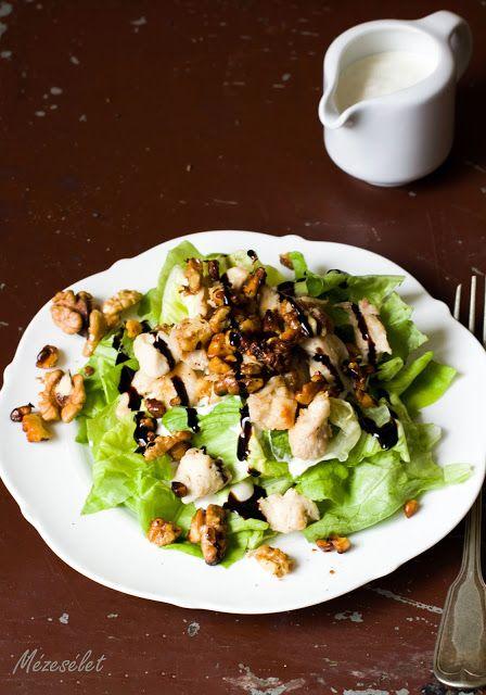 Diós csirkés saláta