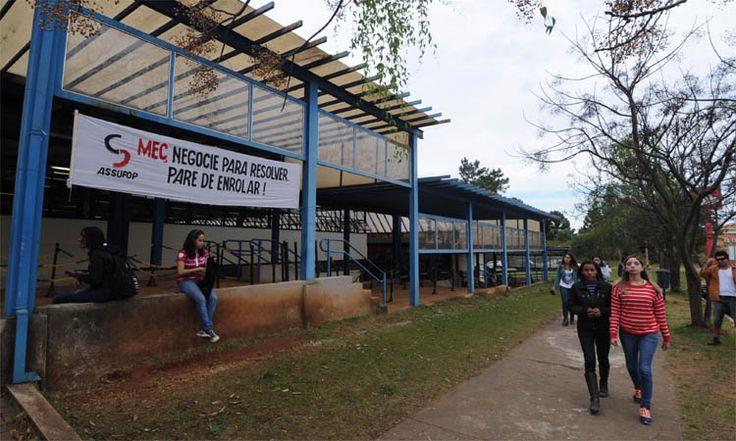 Cazuza: Greve compromete volta às aulas em 17 instituições...