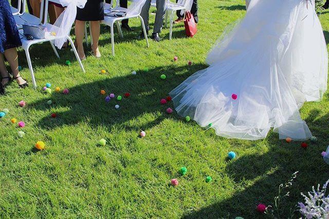ポンポンシャワー♩ ゆっちーらしくポップで可愛い♡  #結婚式 #迎賓館 #万博公園 #挙式 #ポンポンシャワー #手作り #プレ花嫁 #卒花嫁 #20161024 #ガーデンウェディング #ゆちこ #写真 #カメラ